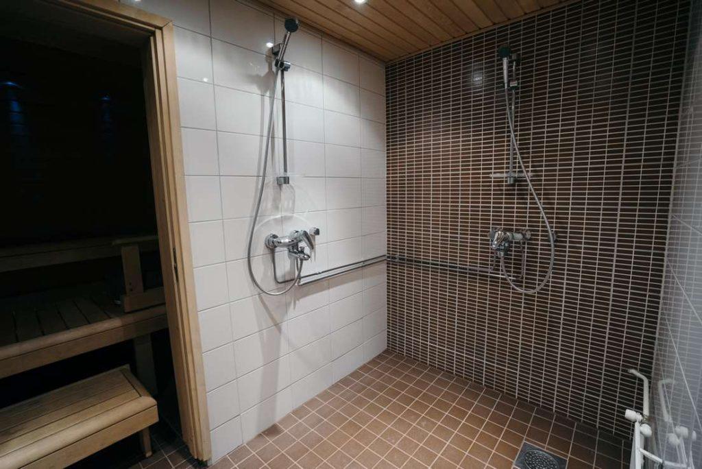 Saunatilan suihku